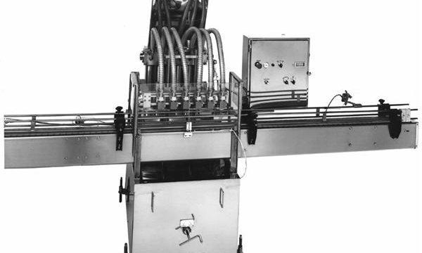 PLC控制活塞式植物油灌裝機